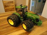 Bruder Traktor grün neuwertig
