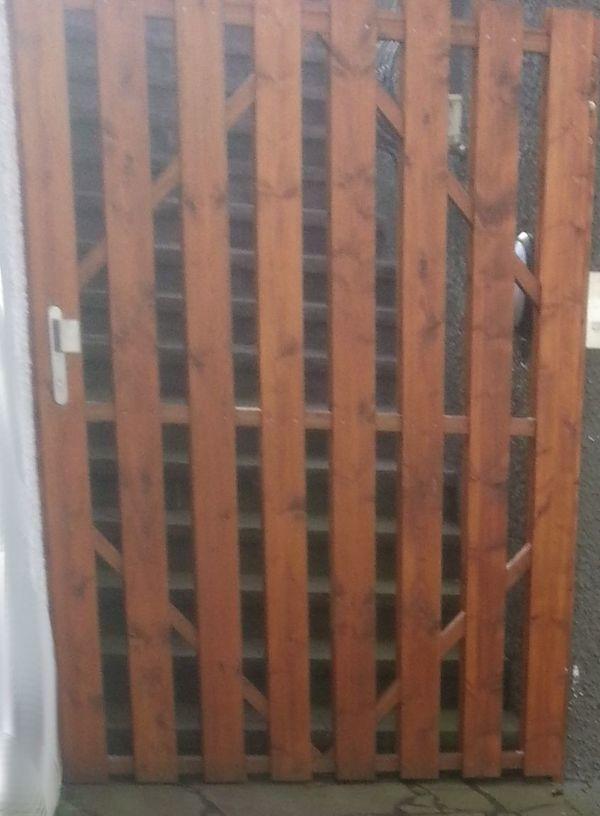 Hohes breites Gartentor Gartentüre Holztür