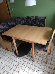 Eckbank und Tisch mit 2
