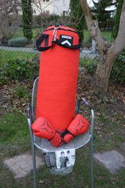 Boxsack 15 kg mit Handschuhen