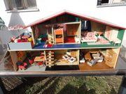 Grosses Puppenhaus 60er Jahre voll