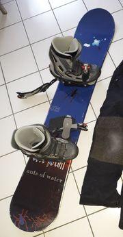 Snowboard mit Schuhen
