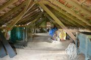 Holzdachstuhl einer abzureißenden Stallung