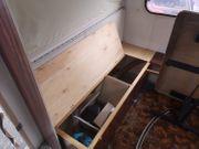 Wohnwagen Einrichtung Bett Polster Tisch