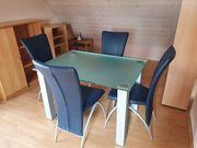 Esszimmertisch mit vier Stühlen