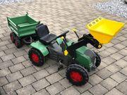 Spielzeugtraktor mit Anhänger