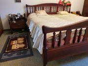 Doppelbett aus einem massiven Holz