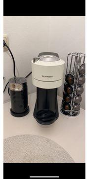Kaffeemaschine Nespresso mit Milchaufschäumer und