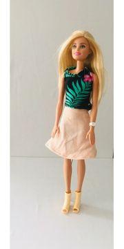 Kleidung für Barbie