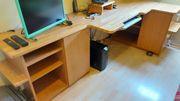 Büro und Computertisch