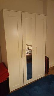 Weißer Ikea Kleiderschrank mit 3
