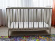 Baby- Kinderbett mit Matratze von