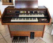 Elekt Orgel mit Pedalen