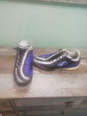 verkaufe Sportshuhe und Schienbeinschoner