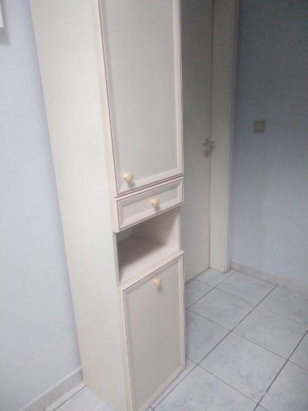 Alles Muss Raus Badezimmerschrank Mit Waeschekorb In