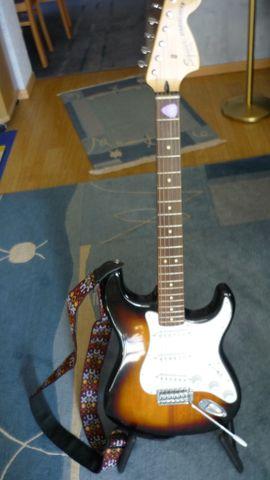 Elekt Gitarre Fender Squier Vintage: Kleinanzeigen aus Eggenstein-Leopoldshafen - Rubrik Gitarren/-zubehör