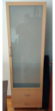 Holzvitrine mit Milchglasfront Lichtfunktion 2