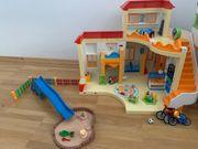 Playmobil Kindergarten mit Spielplatz