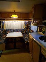 Wohnwagen auf Campingplatz Brombachsee zu