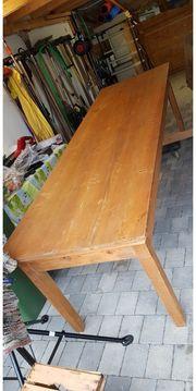 antiker Tisch aus Schloss