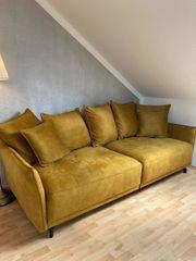 Neues Sofa in Senfgelb