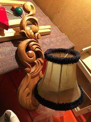 Wandhängende Lampe aus Holz