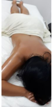 sinnliche Wellness-Massage zu Hause oder