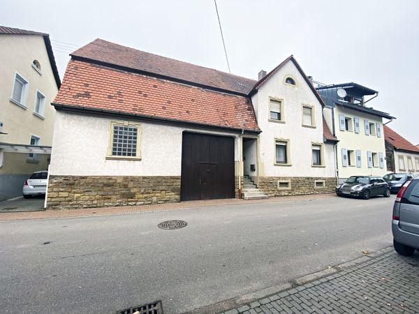 Ein- Zweifamilienhaus mit Nebengebäude