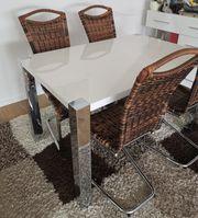 Esstisch mit 4 Rattan Stühlen