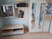 Kleiderschrank Hängevitrine Regal und Sideboard