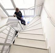 Treppenhausreinigung Gebäudereinigung Fensterreinigung