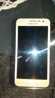 Samsung Galaxy A3 in gold