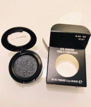 Mac eyeshadow Black tied velvet