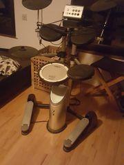 Roland Elektroschlagzeug mit Roland Lautsprecher