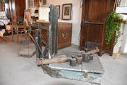 Alte Dezimalwaage mit Gewichten Wagenrad