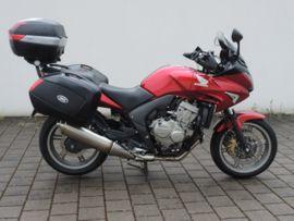 Honda über 500 ccm - Honda Motorrad mit Tourenmäßiger Ausstattung