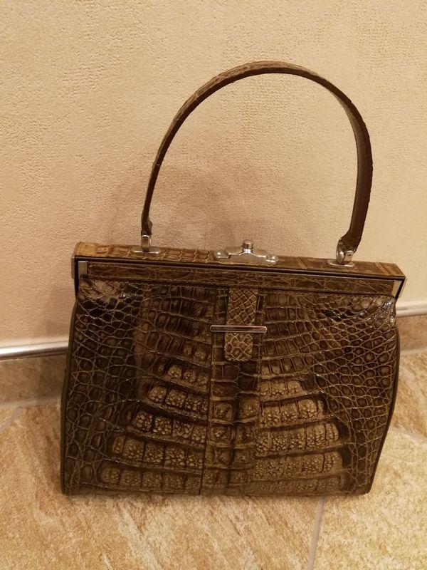 Alte hübsche braune Damenhandtasche