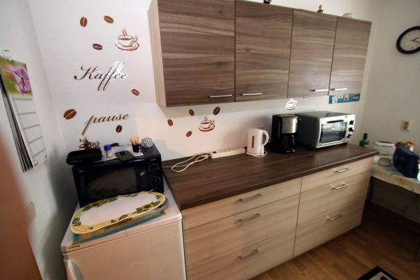 sehr schöne Stand / - Einbauküche mit Ceranherd + Kühlschrank und