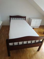 Bett mit motorisiertem Tellerlattenrost