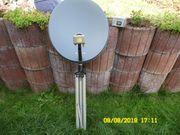 Satellitenschüssel mit Dreibein und Satfinder