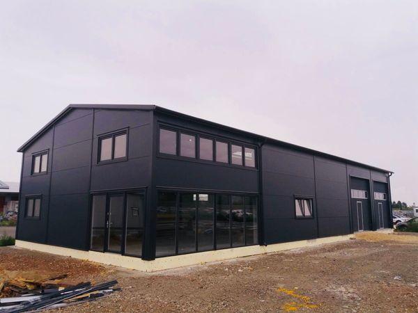 Stahlhalle Gewerbehalle mit Beuro- Wohnbereich