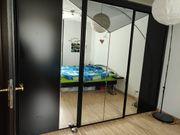 Schwarzer Schlafzimmerschrank Kleiderschrank mit Spiegeltüren