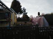Wohnwagen mit Vorbau auf Dauercampingplatz
