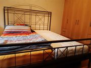 Doppelbett mit Lattenrost und hochwertigen