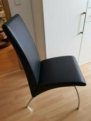 8 schwarze Kunstlederstühle mit hoher