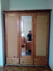 Spiegeltür-Kleiderschrank