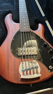 E-Bass Sterling By Musicman 5