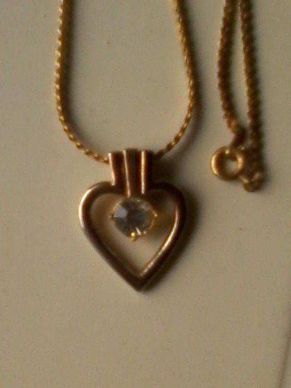 Halskette inkl Herzanhänger - Modeschmuck - goldfarben -