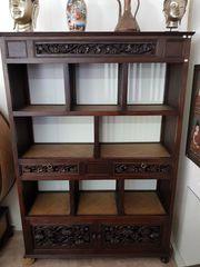 Handgefertigtes Bücherregal im Stil der