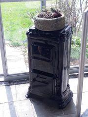 Schöner alter Ofen für Garten